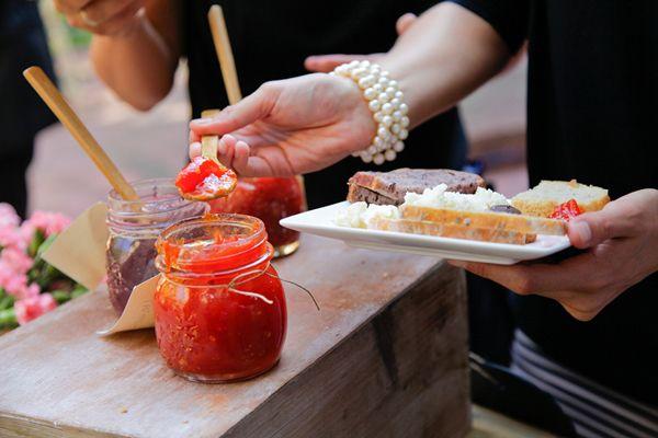 De estaciones, buffet, showcooking… Puestos de comida para bodas.