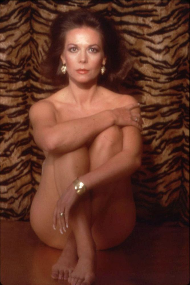 Nude lana wood in pinkworld