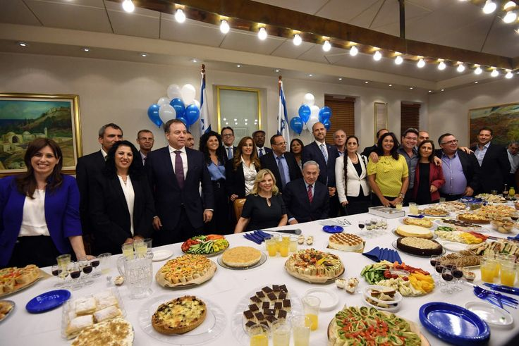 🎈PM Netanyahu celebrated today his 68th birthday along with his family, Cabinet ministers, MKs and PMO staff.
