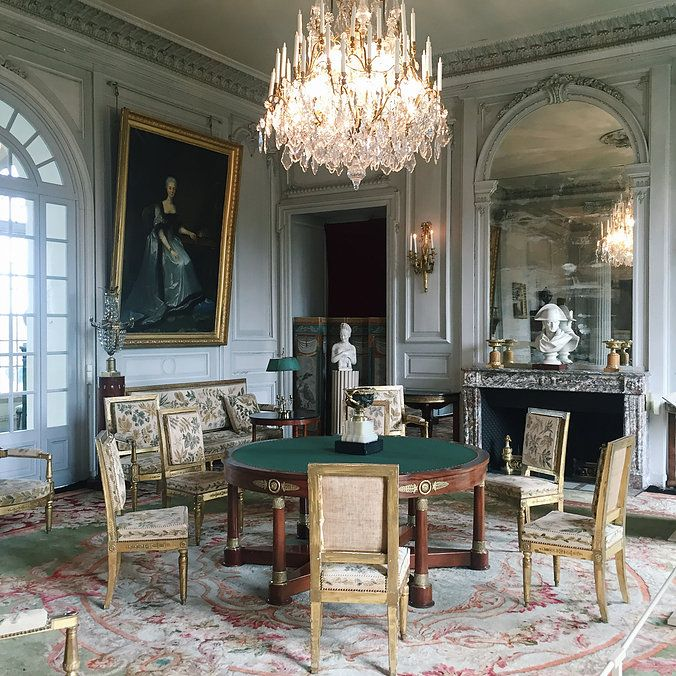 SALON Le château de Valençay, la demeure du prince de Talleyrand. Charles-Maurice de Talleyrand-Périgord (1754-1838), ministre des Affaires étrangères (notamment) sous Napoléon Ier