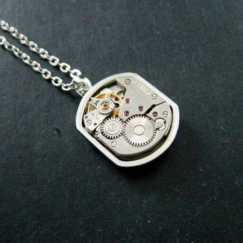 Saat mekanizmalı kolye ürünü, özellikleri ve en uygun fiyatların11.com'da! Saat mekanizmalı kolye, taşsız kolye kategorisinde! 50128628