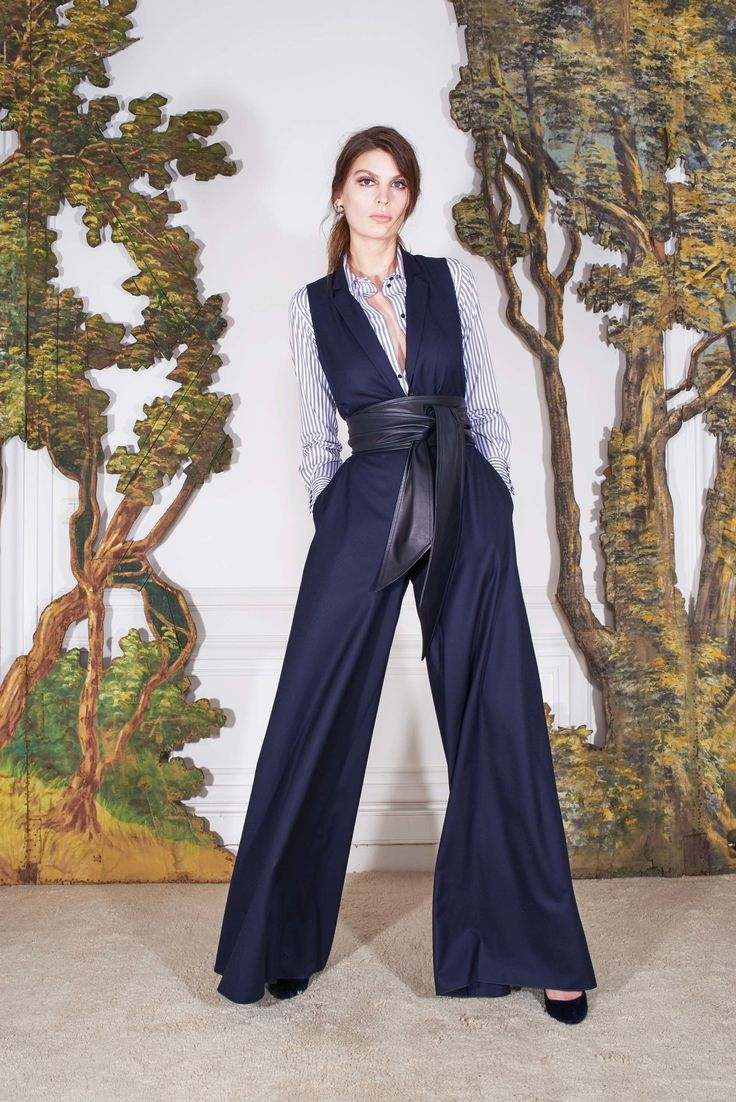 Martin Grant Fall 2017 Ready-to-Wear Collection Photos - Vogue (V-Neck Jumpsuit)
