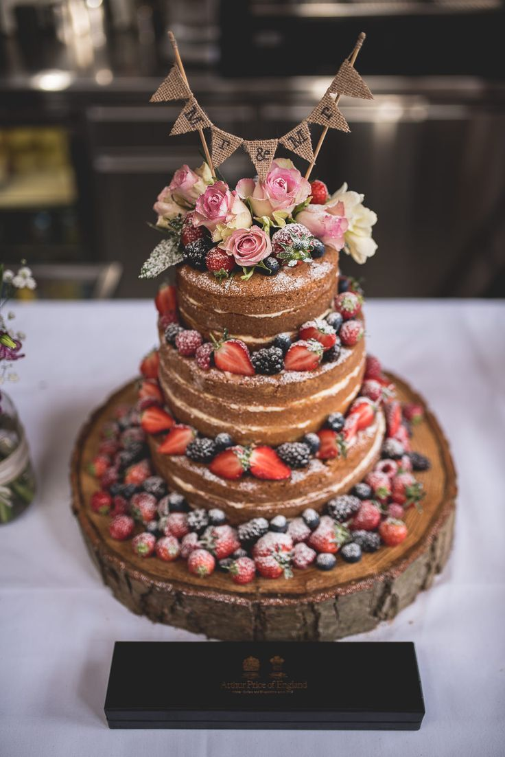 Naked Sponge Wedding Cake | Rustic Wooden Slice Cake Stand | Mini Bunting Cake Topper06 St Chads Place Wedding | Islington Town Hall | London Wedding | Hannah Hall Photography | http://www.rockmywedding.co.uk/rob-nick/
