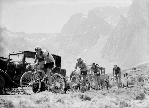 L'ascension du col du Tourmalet lors de la 15ème étape du 31ème tour de France qui se déroule du 30 juin au . -  AFP/Archives