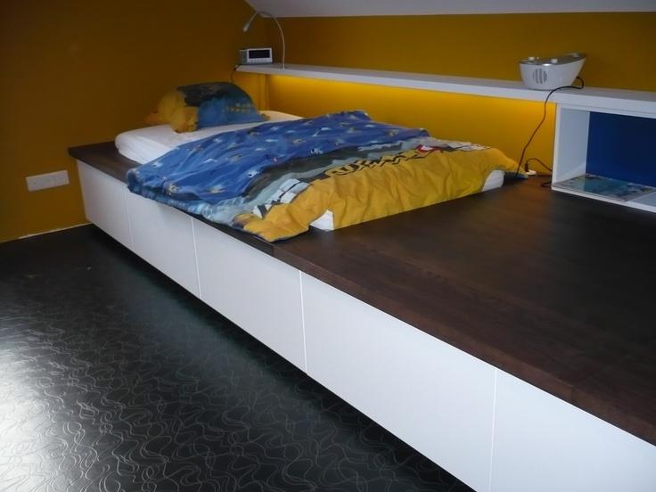 Jeugdkamer - platformbed - Led verlichting voorzien in zwevende legger  Bedroom - LEDs next to bed