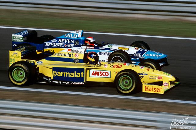 Johnny Herbert (Benetton Renault) laps Pedro Diniz in the Forti Corse Ford FG01-95 - 1995