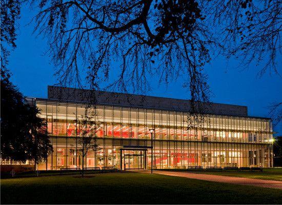 Cambridge Public Library, Cambridge, MA (Architect: William Rawn Associates, Ann Beha Architects) Photo: Robert Benson #library #lighting