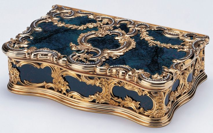 The Royal Collection: Bloodstone Box,Creator: Mikhail Evlampievich Perkhin (1860-1903) (workmaster) Creation Date:  before 1896 Materials:  Bloodstone box mounted with gold and rose diamonds. Mark of Michael Perchin; gold mark of 56 zolotniks (before 1896); Fabergé in Cyrillic characters.
