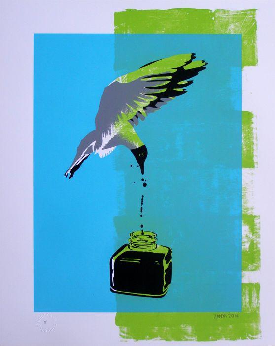 Alex Zanda - Odyssee (origineel)  Afmeting: 41 x 51 cm.Techniek: zeefdruk en verfOndertekende & gedateerd 2016Afgestempeld en gemarkeerd (PP)Mint conditie.Artwork wordt geleverd met een COAEen vier kleuren zeefdruk print van de Britse kunstenaar Zanda. Gedrukt met de hand op zware 300 gsm Fabriano V papier en met een laatste zijde gescreend glaze. De afbeelding toont een Black-Headed Gull dompelen neer in een pot met inkt. De titel is suggestief voor het nastreven van olie of zwart goud.Dit…