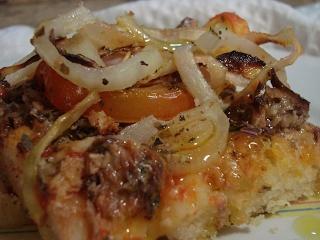 Pizza de tabuleiro de sardinha