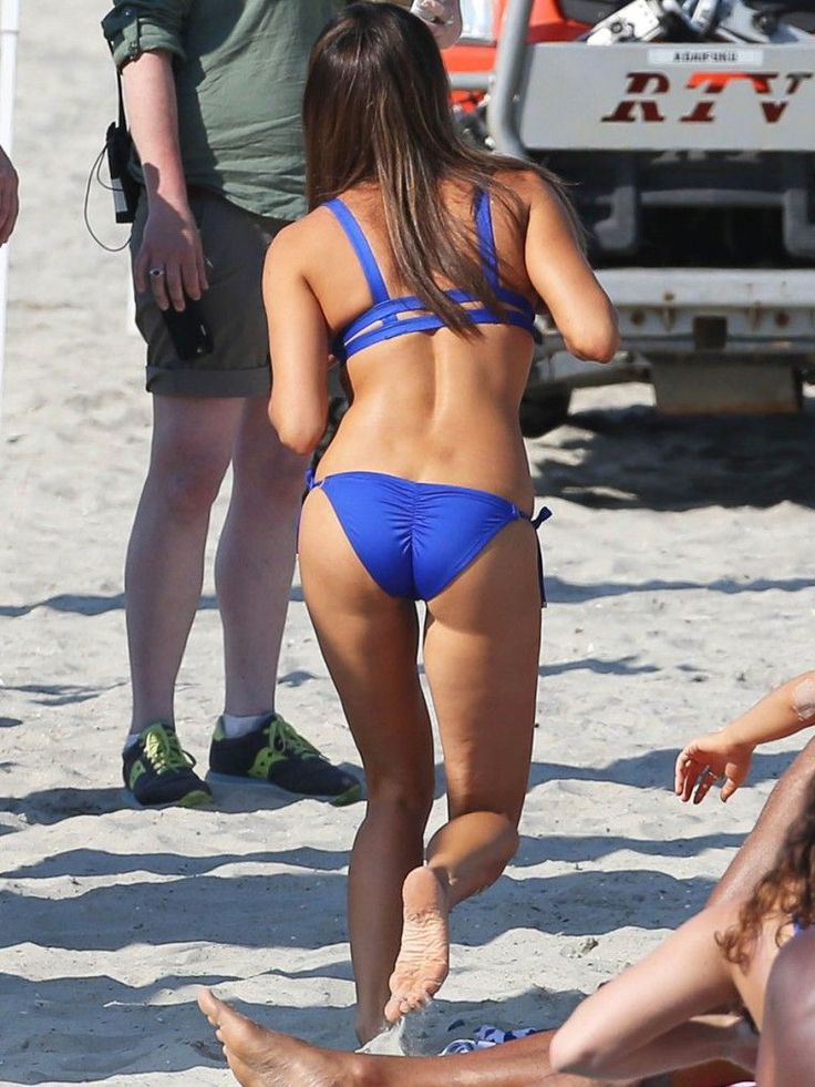 Aubrey Plaza in Bikini Filming Dirty Grandpa in Tybee Island Georgia