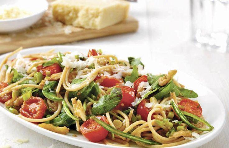 Spaghetti met rucola, walnoten en kerstomaten