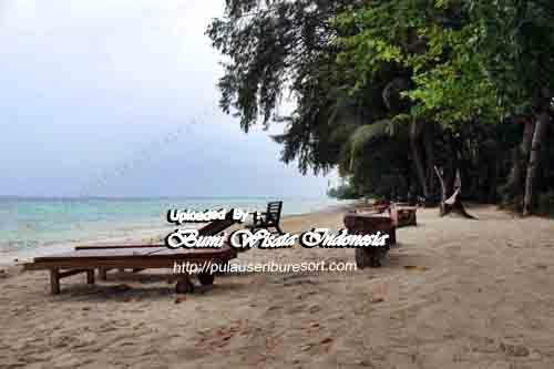 Beach Pelangi Islands | Pantai Pulau Pelangi Kepulauan Seribu