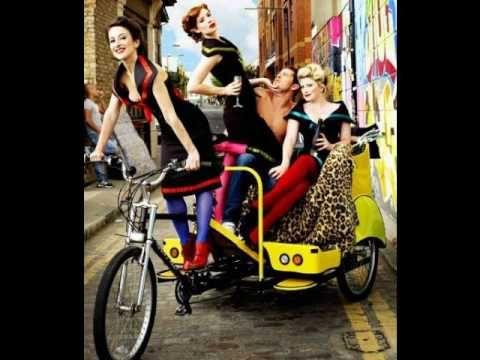 The Puppini Sisters-Tu Vuo' Fa L'Americano