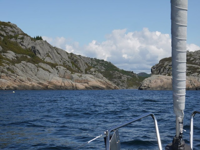 S/Y Dolphin Dance sailing blog   a Finnish Hallberg-Rassy 29 sailing in the Northern Europe: Ytre Kalvekilen - a scenic anchorage in Hidra