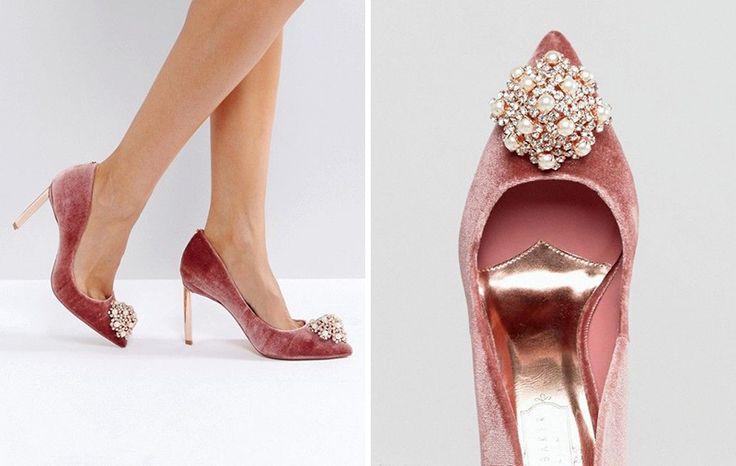Sapatos de noiva em veludo rosa Ted Baker.
