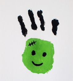 This adorable little Frankenstein was easy and done by painting the palm of the hand green and the four fingers black, then adding the facial accents once dried. #Halloween #preschool #kidscrafts (pinned by Super Simple Songs)
