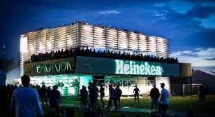 Czy można powiększyć przestrzeń życiową za pomocą inteligentnego designu? Odpowiedzi na to pytanie udzielili Oskar Zięta i Dorota Kabała, prowadzący wykład i warsztaty podczas festiwalu Open'er w Gdyni w Heineken Design Pavilion.