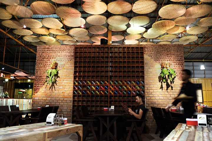 Asian Ceiling, Rice Sifter ceiling, woven material ceiling, how do you fire-rate this, Noodle restaurant by Thaipan Studio, Thailand » Retail Design Blog