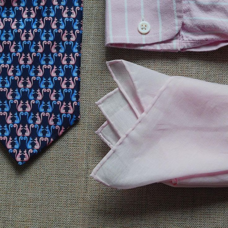 Great things for borring business casual grey or navy suit. .  .  .  .  #pinkpocketsquare #buttoncufflinks #pochettedecostume #classicgentstyle #pocketsquaregame #fashionpoland #classygents #mensties #oxfordshirt #squirell #styleadvice #tiegame #modehomme #menwithclass #pañuelo #pocketsquares #pinkshirt #modahombre #welldressed #dapperstyle #classicstyle #cufflinks #dapperman #pocketsquare #sartorial #dandy #bespoke #bespoketailoring #dapper #handmade