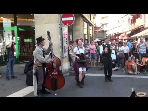 Little Big Swing (Buskers festival Neuchatel 2013) - YouTube