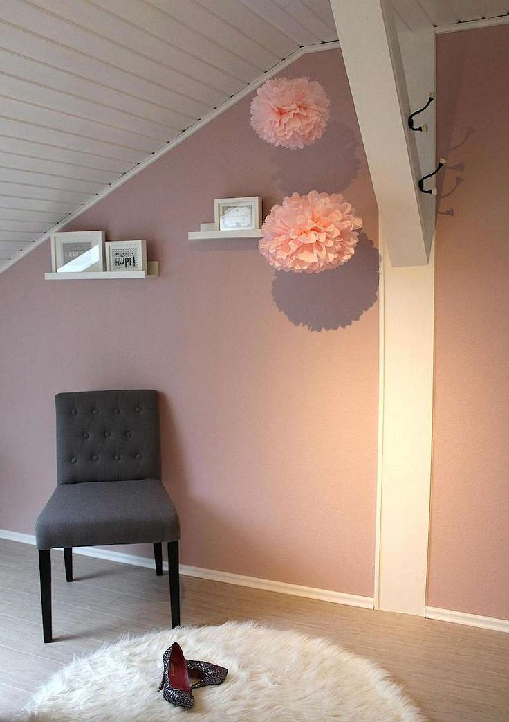 Alpina Feine Farben: Inspirationsboard Wolken in Rosé von Selina H. Ein Zuhause mit wärmenden Farben – versüßt durch Pompoms.