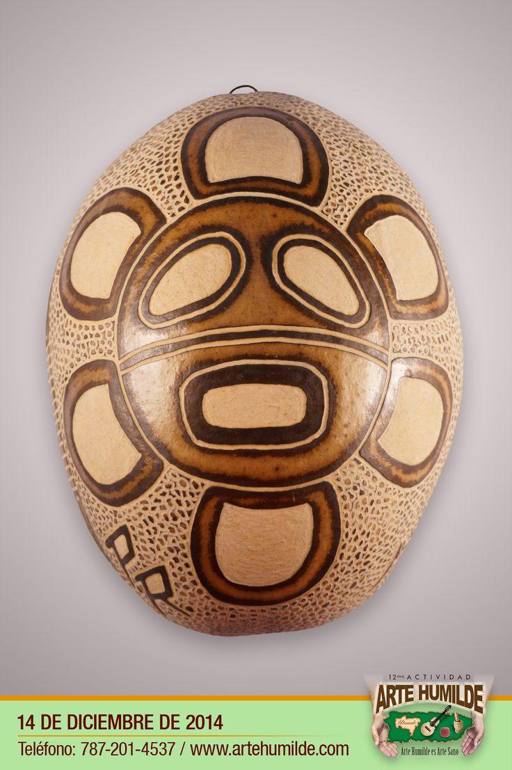 Sol taíno tallado en higuera / Taino sun hieroglyph carved in dry calabash fruit