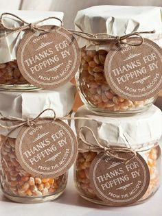 Cute and Inexpensive DIY Wedding Favors | Popcorn in a Jar by DIY Ready at http://diyready.com/24-diy-wedding-favor-ideas/