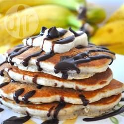 Pancakes de banana y chocolate:  A mis chicos les encantan estos panqueques americanos con trocitos de chocolate, nueces y bananas. Se los hago para el desayuno o para el té y se los comen con dulce de leche.