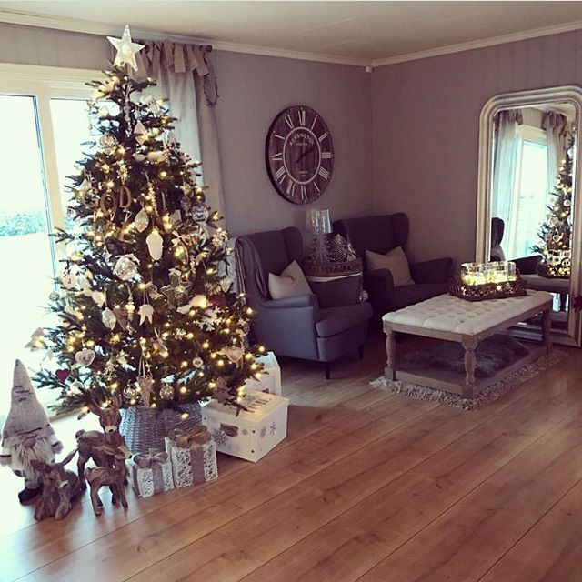 Hands up if you look forward to Christmas  ____________________________________________ #christmas #repost #cantwait #jul #interiør #interior #interior9508 #christmas4you1 #interior123 #interior125 #christmasdecorations #julepynt #livingroom #stue #dream_interiors #passion4interior #inspire_me_home_decor #charminghomes