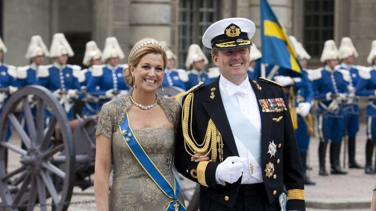 De kleren van de koning: uniform of kostuum? | NOS. zweden 2010.