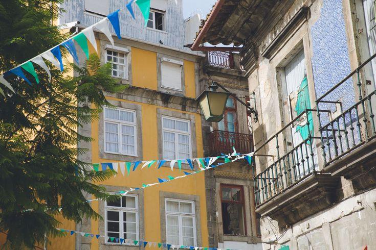 Azulejos & street art in Portugal http://www.iletaitunefaim.com/street-art-a-porto/ #Porto #streetart