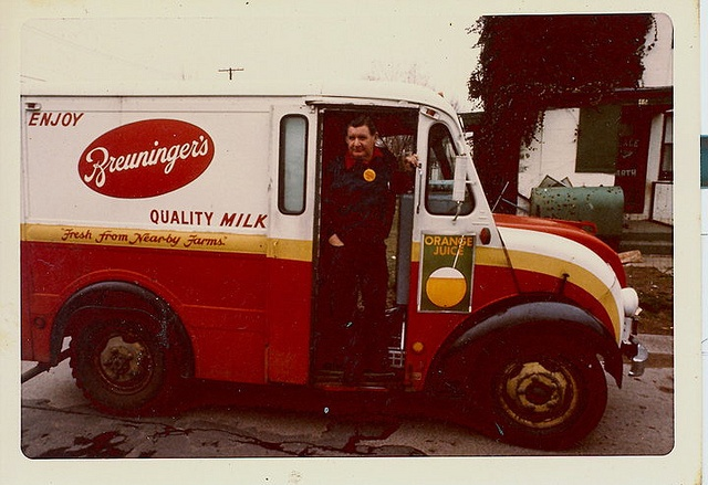 Breuninger's Milk Delivery Truck by slade1955, via FlickrMilk Man, Milkman Cometh, Breads Man, Daystim, Man Del,  Fire Trucks, Milk Delivery, Breuninger Milk, Fire Engine