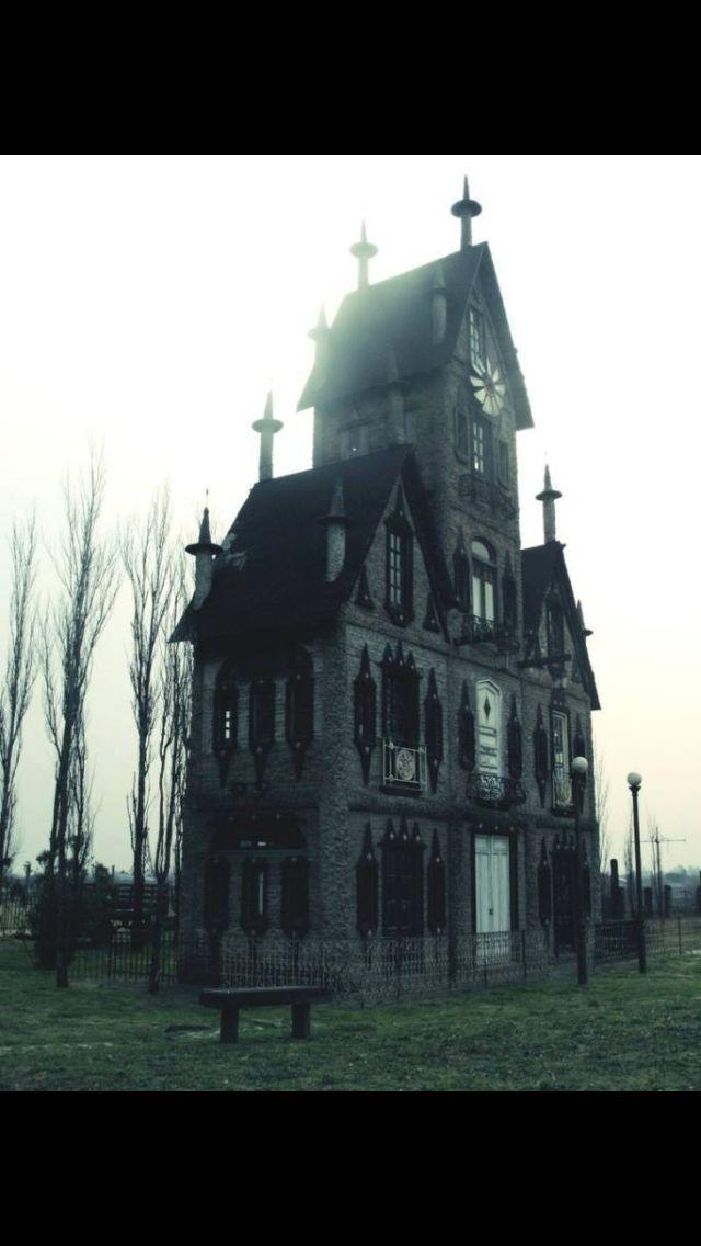 Die Studenten-WG, wenn es sich um einen Thriller handeln würde. Lovely house.