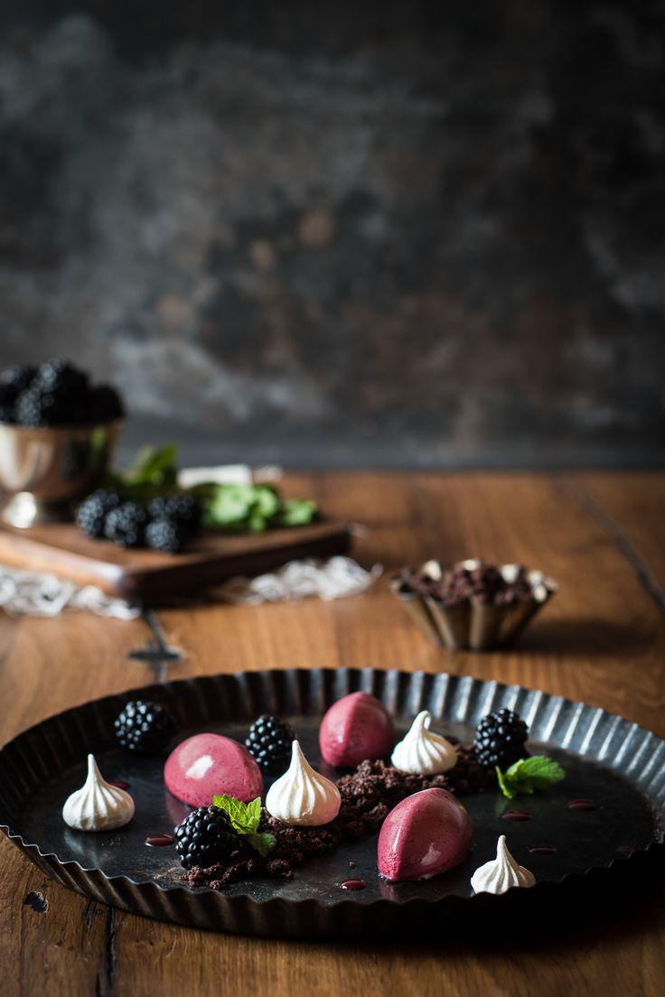 Luftig-leckere Brombeermousse mit Schokoladen-Crumble