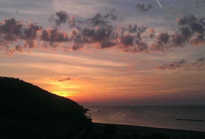 Obiettivo Pesaro: tramonto dalla Baia...che spettacolo http://vivere.biz/aqbf