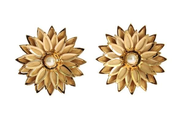 Dolce & Gabbana Gold Brass Floral White Pearl Earring €278.00 / Was €340.00