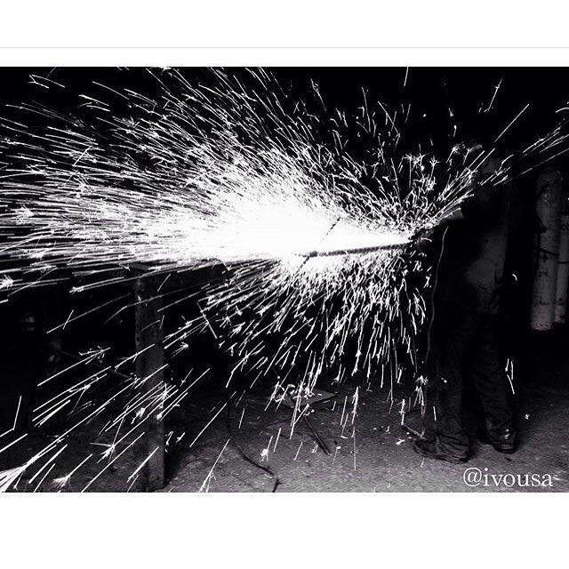 Working man.  Fotografía destellante de hombres trabajando tomada por Ivo Aravena. Visita su instagram @ivousa y su web instacanv.as/ivousa  Ocupa el HT #comunidadfotografía para ser parte de nuestra galería o envíanos tus fotos al correo fotodeldia@comunidadfotografia.cl