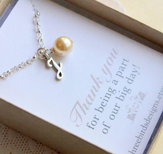 LIVRAISON GRATUITE. Initiale et Swaroskvi Pearl Bracelet. Choix de 8 couleurs de perles. En argent sterling. Demoiselle d'honneur. Mariage sur Etsy, 13,38€