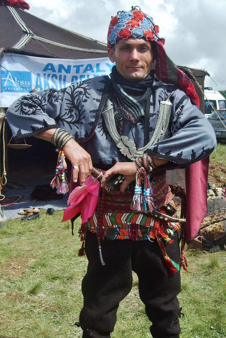 GEDÍKLÍ SÍNDEL YAYLASI ŞÖLENÍ 2012 (on the high meadows of Sindel Yaylası, Gedikli district,   Antalya province). A participant in the traditional costume of the people's militia from the Toros Mountains in the Antalya province.  Ca. 1920.  Ethnic group: Honamlı Yörükleri (a branch of the Afşar tribes).