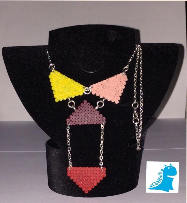Un preferito personale dal mio negozio Etsy https://www.etsy.com/it/listing/263344539/collana-soggetto-geometrico-hama-beads