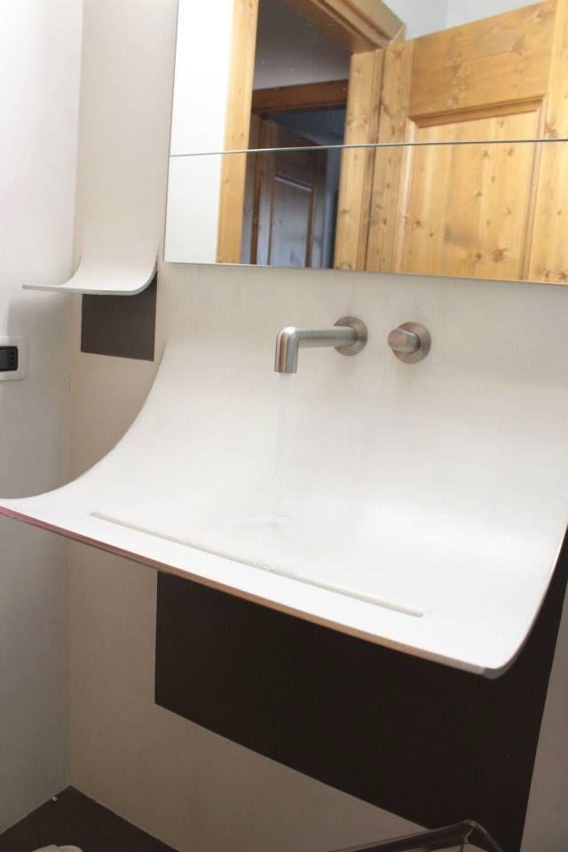 A wave on the wall | Skin basin | Appartamento LAGO @Cibiana di Cadore #lagodesign #interiordesign #bathroom #basin