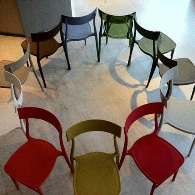 #lasediadellanonna   #sedie #policarbonato #unicostampo #impilabile #multicolor #Design #colore #bar #ristorante #dehors #hotel   #bordesedesign @bordesedesign