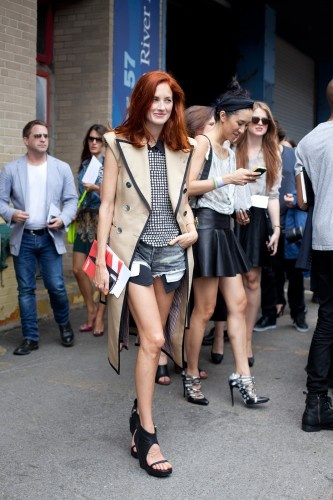50 Stellar NYFW Street-Style SnapsTaylor Tomasi, Fashion Weeks, Hair Colors, Taylors Tomasi, Street Style, Tomasi Hills, Style Icons, New York Fashion, Denim Shorts