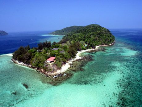 Manukan Island, just minutes from the Kota Kinabalu city ferry terminal. It's one of five islands that make up a marine conservation area called Tunku Abdul Rahman Park. #Sabah #Borneo
