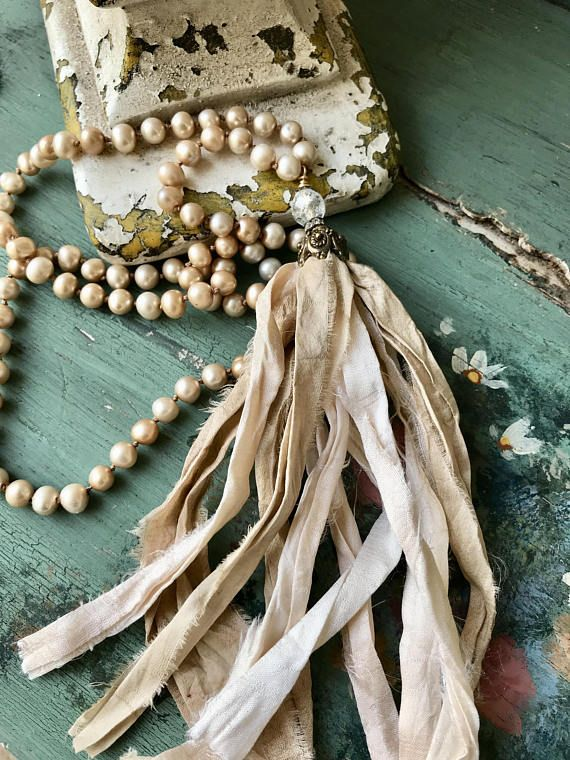 What girl doesn't love pearls? And these are the most beautiful shades of champagne mixed with pink and beige. I've always loved any kind of pearls... but for some reason I've gravitated towards freshwater. I admit that I don't work too much with pearls, mainly because in knotting,