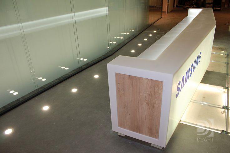Стойка ресепшен из искусственного камня с подсветкой это современный дизайн и интерьер вашего офиса.