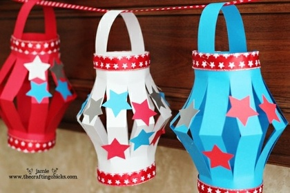 A Patri-botic Centerpiece Comments | 4th of July Crafts for Kids | FamilyFun