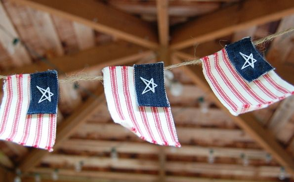 Flag BannerFlags Banners, American Flags, Fourth Of July, Burlap Banners, 4Th Of July, Flags Garlands, Sewing Tutorials, Crafts, Old Jeans