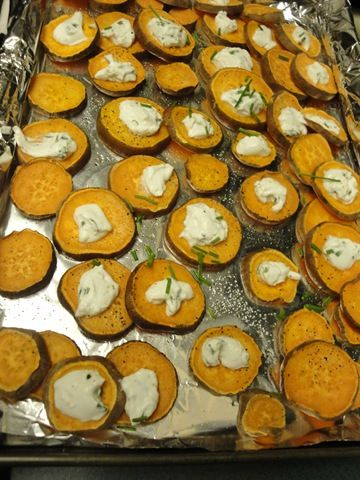 baked sweet potatoes rounds w/ goat cheese